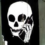 skull_phone_600