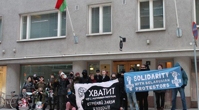 У посольства Беларуси в Хельсинки прошла акция солидарности